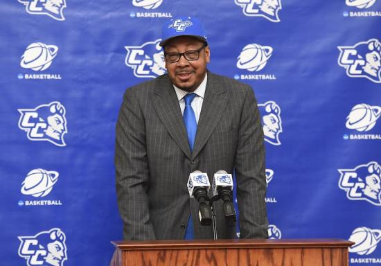 donyell-marshall-is-ready-to-be-a-head-coach-and-willing-to-pay-his-dues-body-image-1473967059